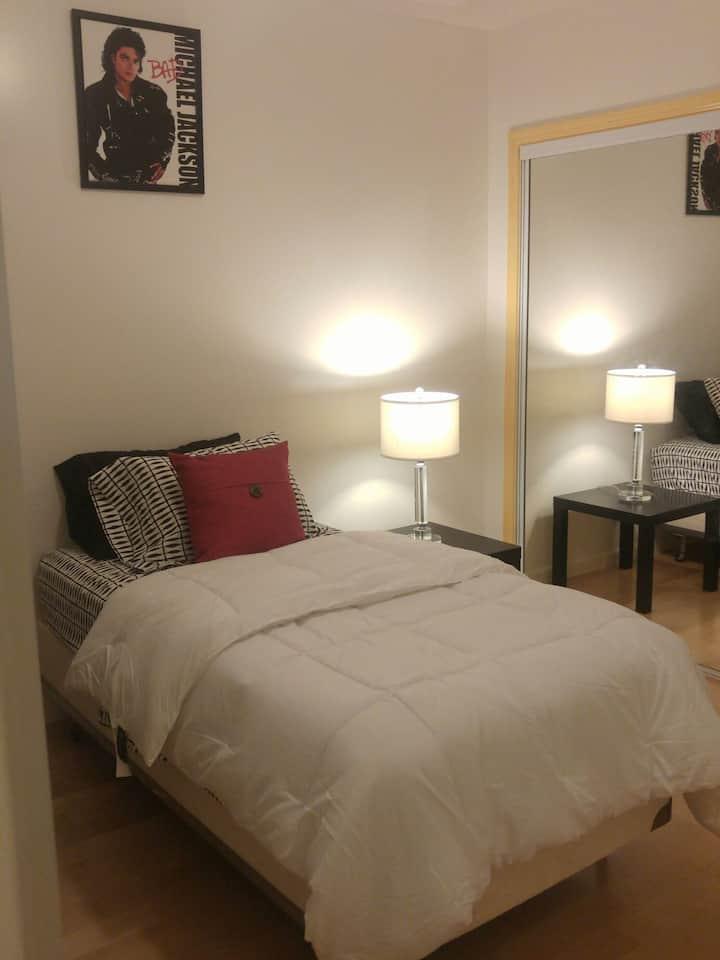 Cozy Room, Big private patio n views!