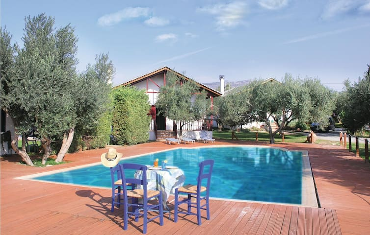 Holiday cottage with 2 bedrooms on 64m² in Eretria Evia