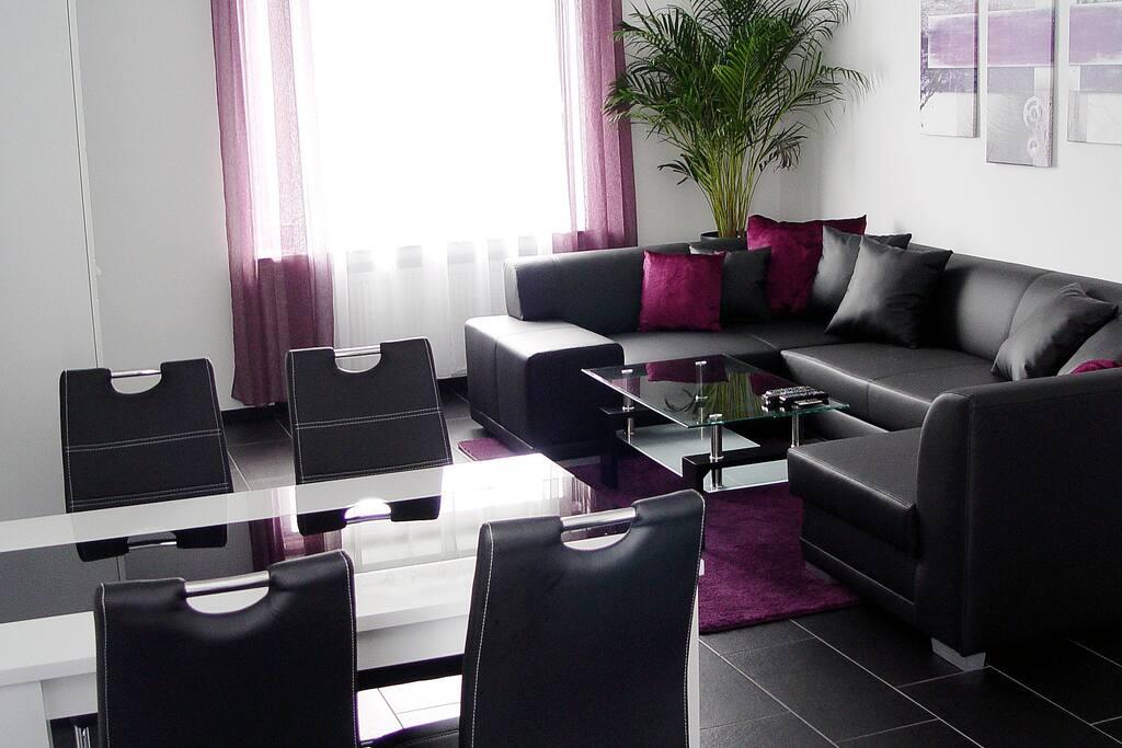 Essplatz und Sitzgelegenheit im Wohnzimmer