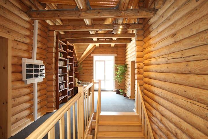 Уютный деревянный дом в лесу - Leninskiy - Bed & Breakfast