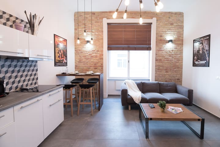 Stylish, central & quiet apartment with sauna