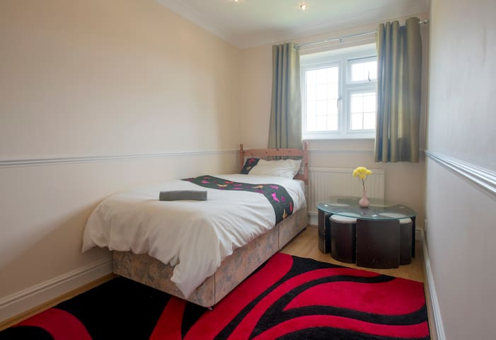 Single room at peaceful location - Downswood - House