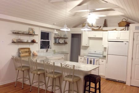 Charming Westhampton SeaHorse Cottage. - Casa