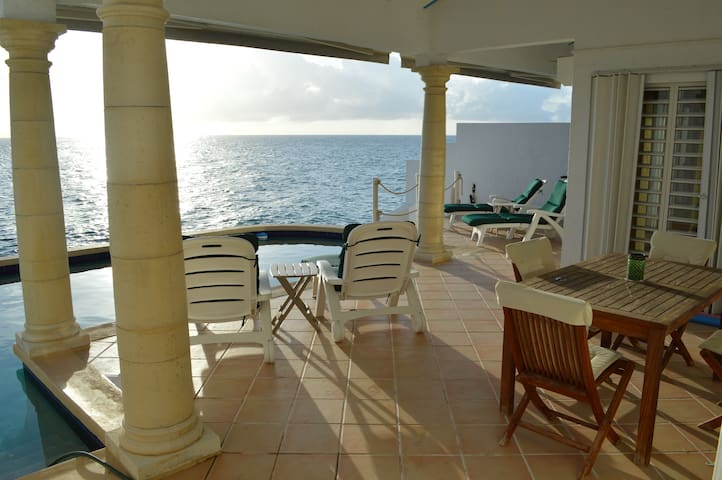 Private Ocean Front Pool Home - Simpson Bay - House