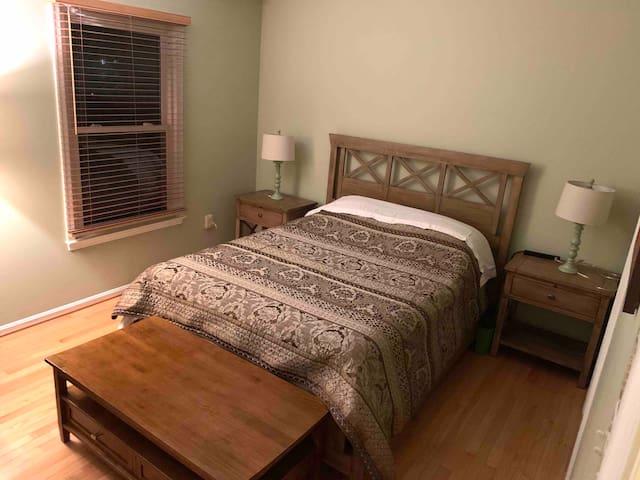 Sunny Room at Wheaton metro,  license BCA-82124.