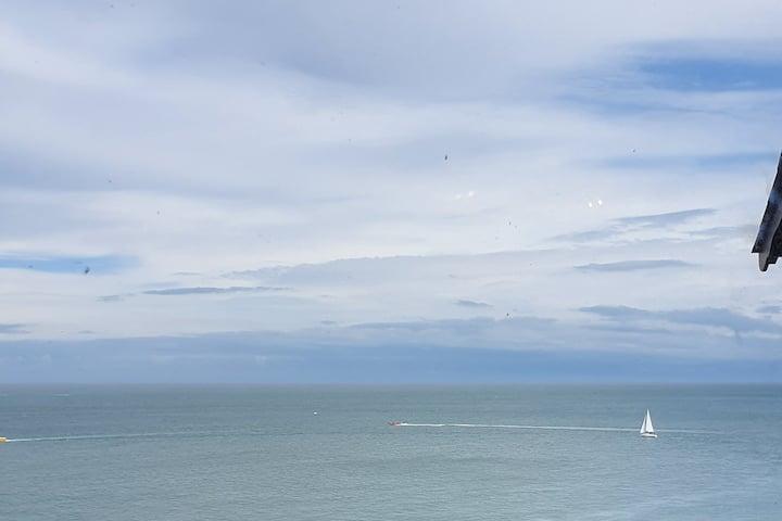 Coastline Apartment - Uninterrupted Sea Views
