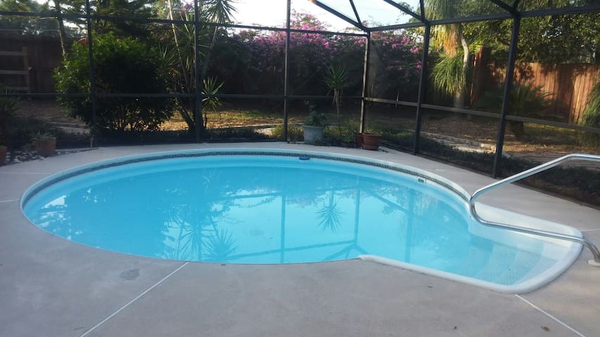 Sleeps 8 private fn yard/Pool 3/2.5 - Orlando - Casa
