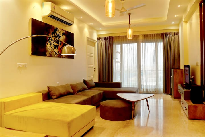 Pristine 3BHK Condominium Near Airport ★City View★