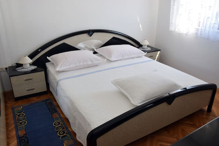Apartment Paštar for 4 persons (2+2) - Seget Vranjica - Apartemen