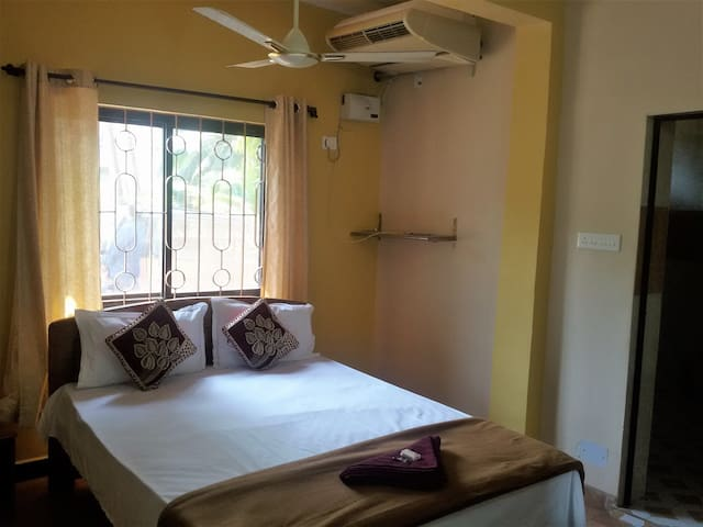 1 Bhk Apartment. - Colva - Bungalo