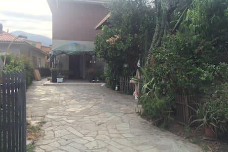 Dalla Zia Giusy, una casa perfetta per il relax! - Pontedassio - 独立屋