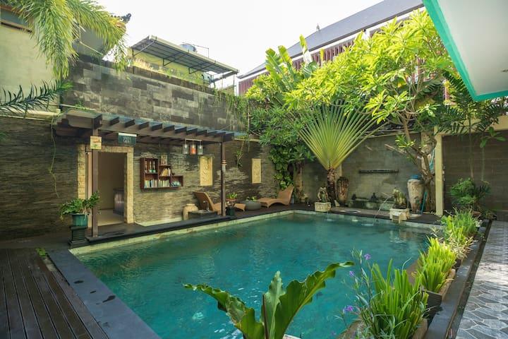 [Dedy Beach Inn] Affordable Room with Pool at Kuta