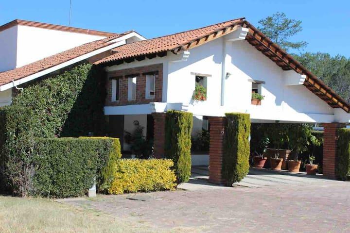 Acogedora casa en San Gil con vista al lago