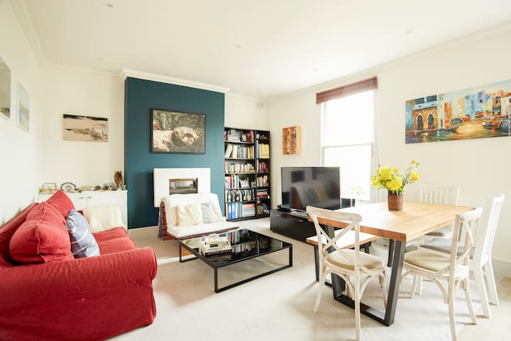 Bright 1 bedroom flat in leafy Hampstead