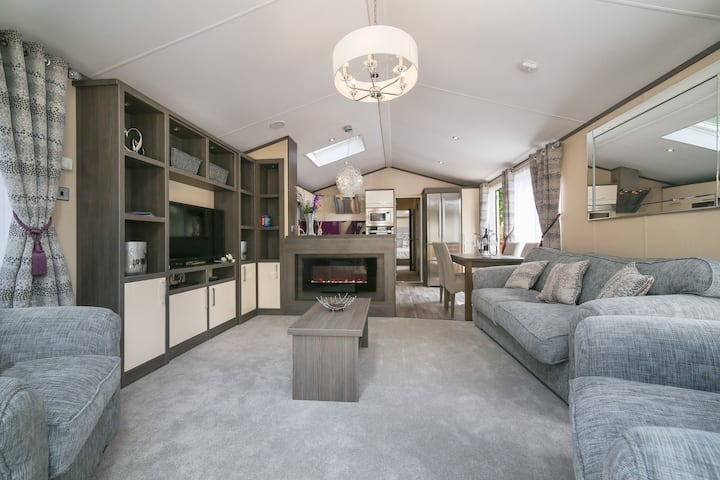 Luxury 'Lake View' Lodge - Windermere / Bowness