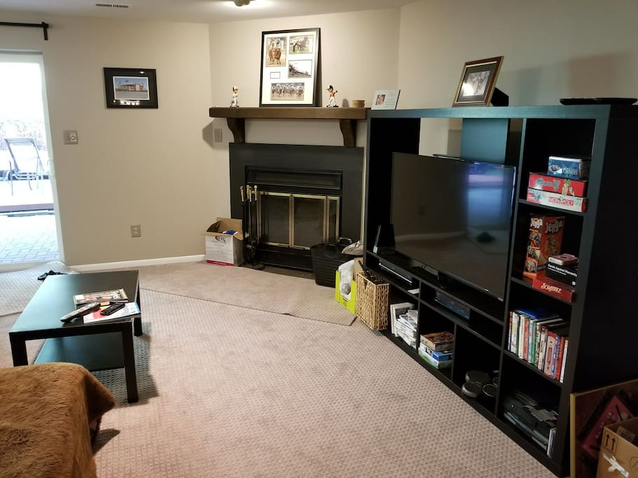living room w fireplace, cable TV, Netflix and WiFi internet