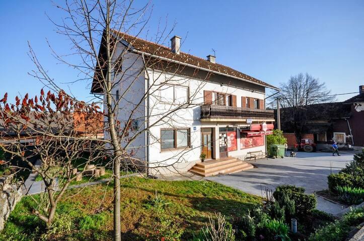 Room 10m from city center, in Rakovica near Plitvice national park