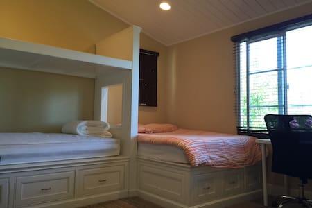 舒适雅房,宽敞明亮,干净整洁,小区安全,交通便利,生活方便,学区好 - Fremont