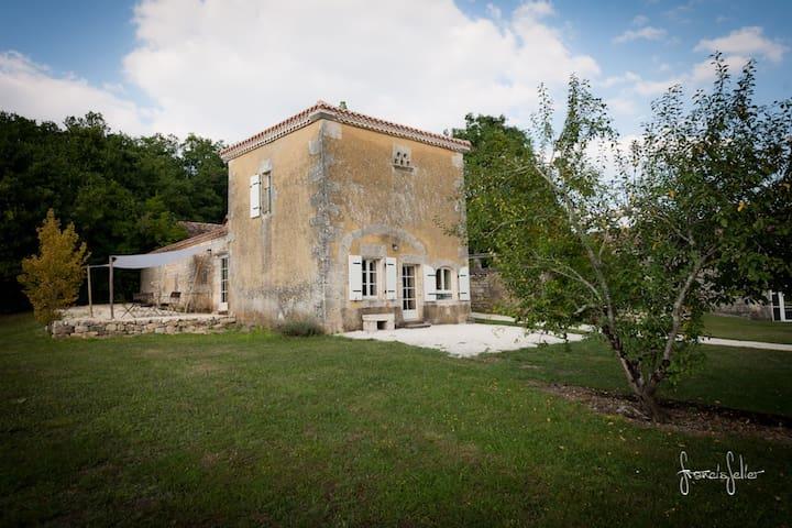 Logis de Bournet - Mouthiers-sur-Boëme - House