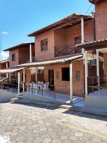 Casa 02 quartos em condomínio fechado beira-rio