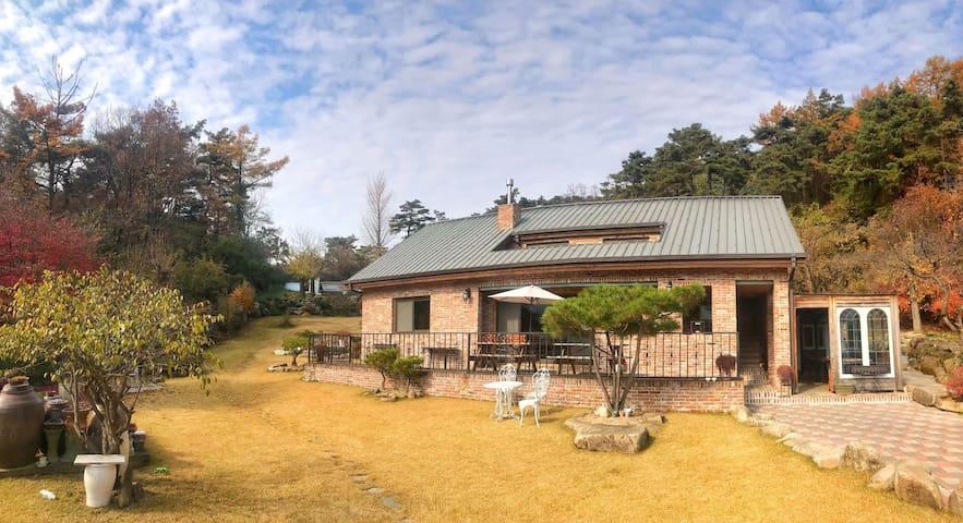 [충주] 수안보 벧아인펜션 (집전체사용) AHIN HOUSE
