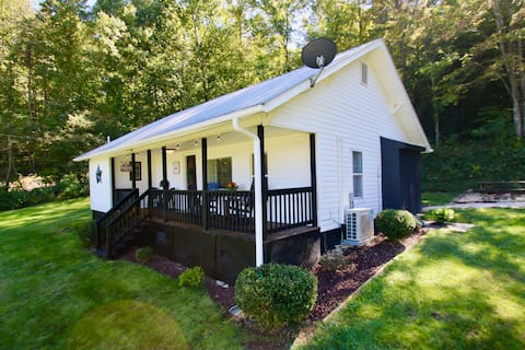 Blackberry Cottage is a quaint and cozy Farm House
