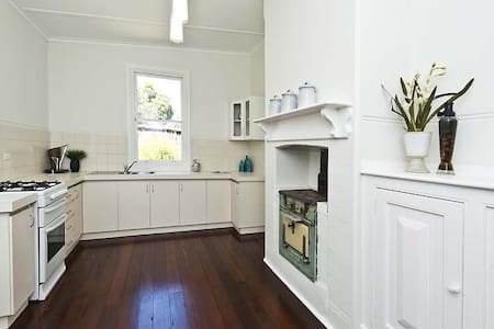 Stylish room in huge character home - West Leederville