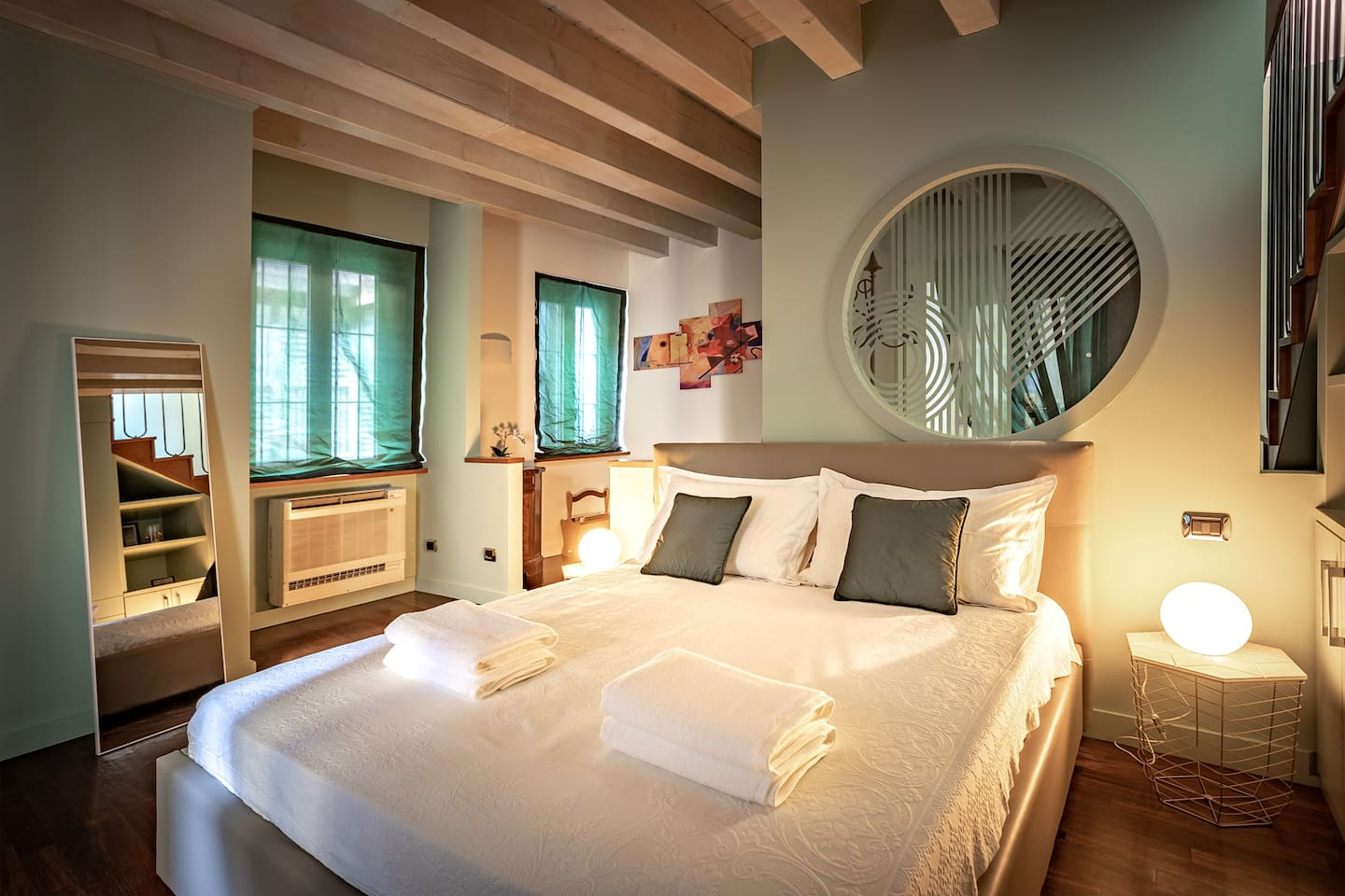 the a/c is located close to the bed, for a perfect temperature in both winter and summer