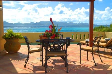 Fletch's Cove Oceanfront Villa, Romantic&Tranquil - Casa de camp