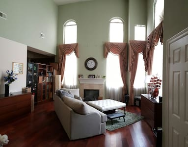 Large & spacious Room in Large home - San Gabriel - Casa