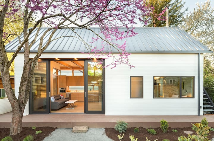 Accessible, Award-Winning Guest House with Garden