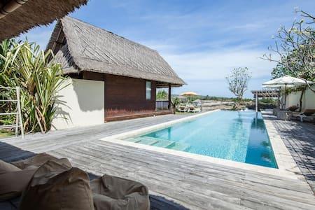 FOUR BEDROOMS RELAX SLEEP DREAM SWIM INBEACH FRONT - Nusapenida