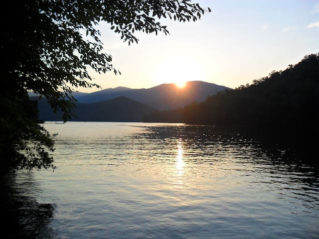 Sweet Waterfront Cottage - Robbinsville - Kabin