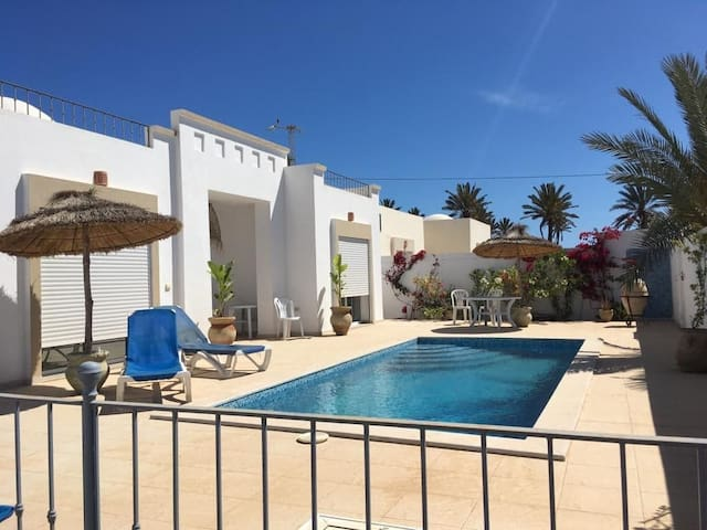 Belle villa avec piscine Tout neuve Djerba