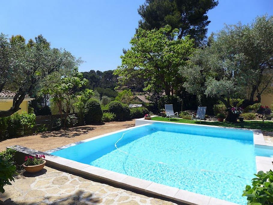 Villa avec piscine chauff e au calme proche plages for Camping sanary sur mer avec piscine