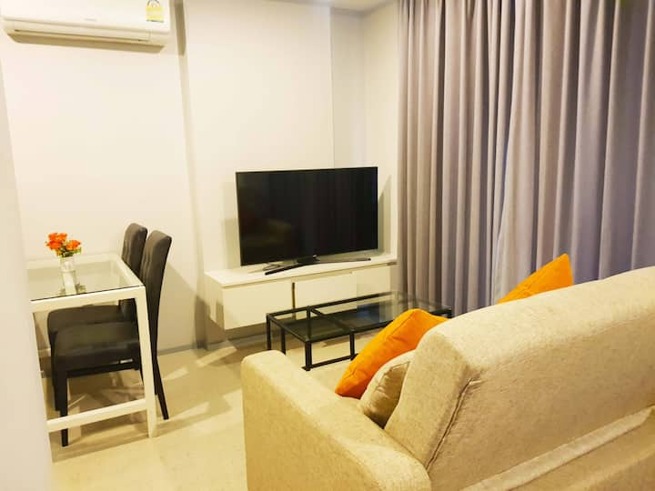 Cozy and warm Studio in the heart of Surin, Phuket