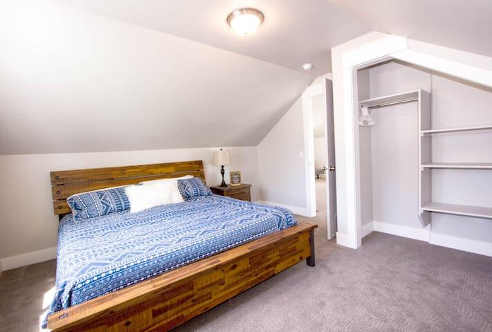Bedroom 5 (Upper Level)