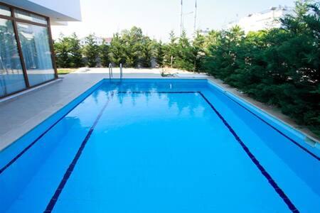 Belekde Geniş Aileler için HavuzuKorunaklıLüxVilla - Belek Belediyesi