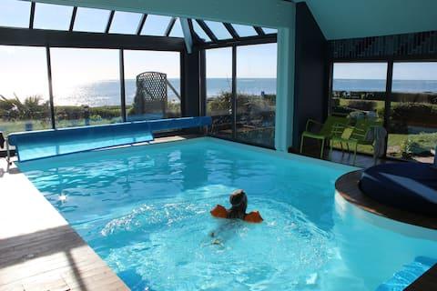 Villa, magnifique  vue sur mer, piscine intérieure