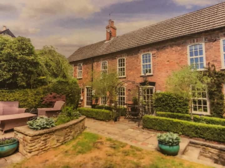 Beautifully appointed & presented period cottage