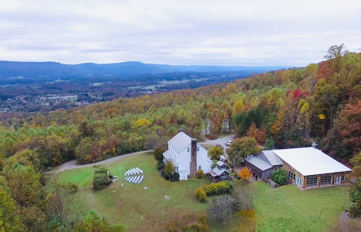 Mountain Willow Manor: 5BR Stunning Views 65 acres