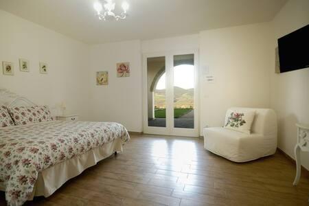 """Salvia """"Pietriccio rosso country house"""""""
