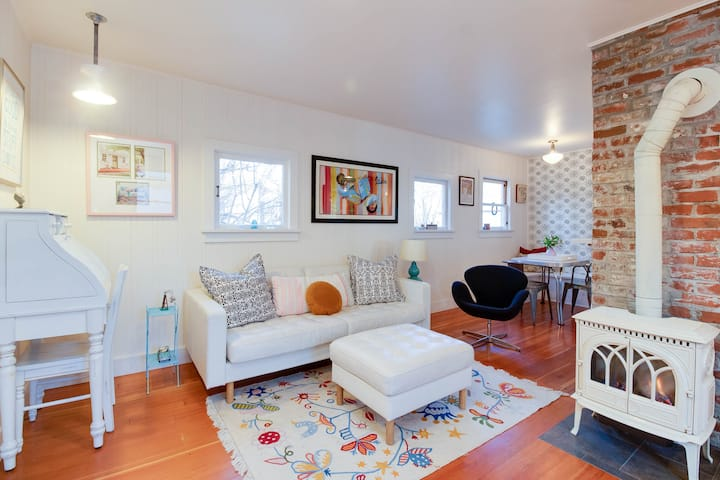 Adorable West Side Cottage, Great Location!