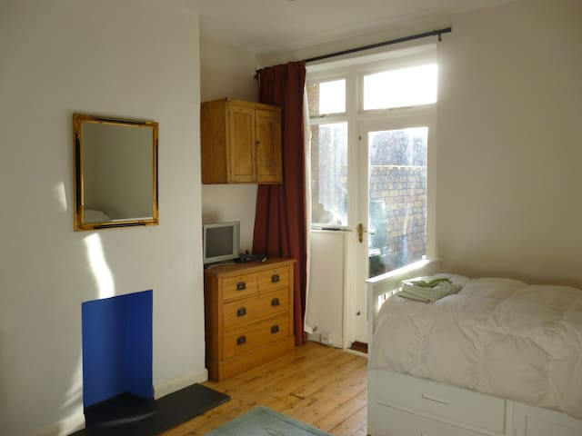Large Single room in Handsome House - Bristol - Hus