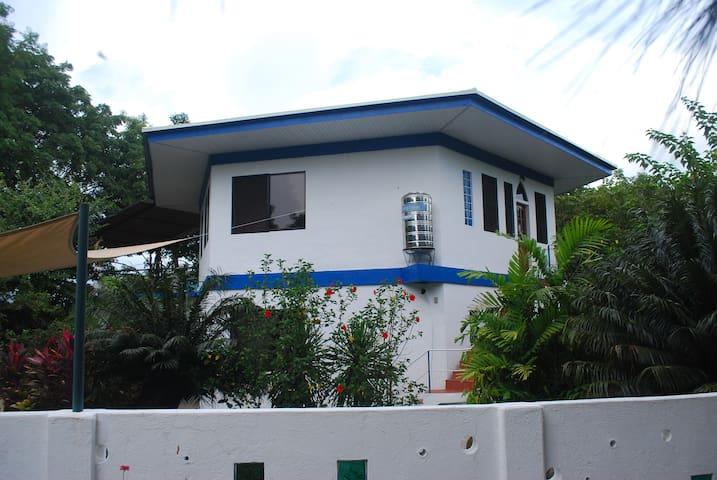 Villa d'Air – Upstairs Vacation Rental Apartment
