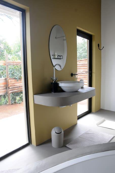 Modern, spacious bathroom