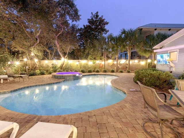 Entire Beach House, Private Heated Pool & Spa