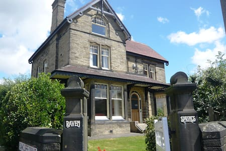 Gorgeous Mansion House nr Leeds, Central Location - Brighouse