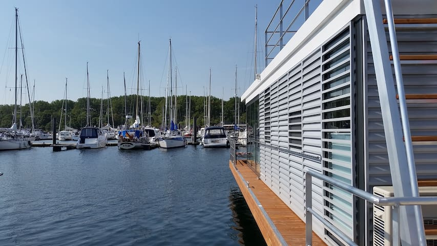 Holidays in the water   2 BR   2 BA   WLAN Parking
