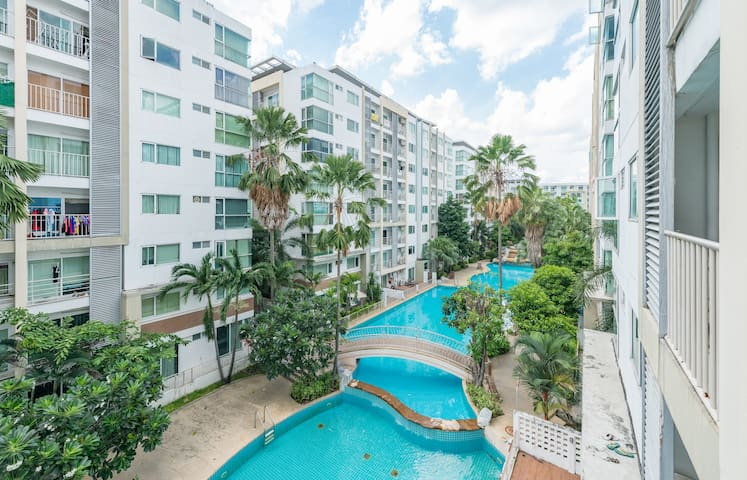 Near BTS-Tourist Attractions-Pool View